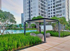 Khu chòi nghỉ và hồ bơi trong khu căn hộ Sunrise Riverside của chủ đầu tư Novaland